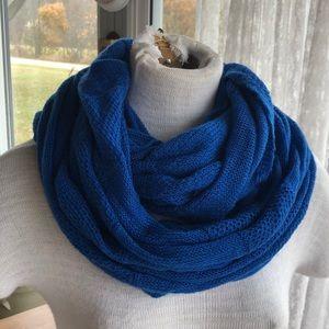 American Eagle blue infinity scarf